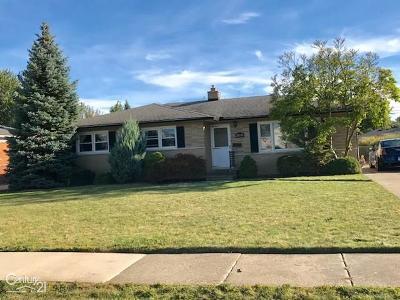 Saint Clair Shores Single Family Home For Sale: 20330 Lawndale
