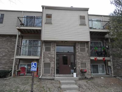 Clinton Township Condo/Townhouse For Sale: 38261 Fairway Ct. Apt 88a