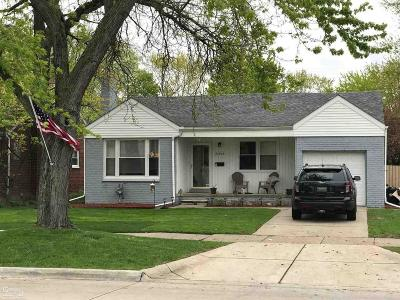 Harper Woods Single Family Home For Sale: 20924 Vernier