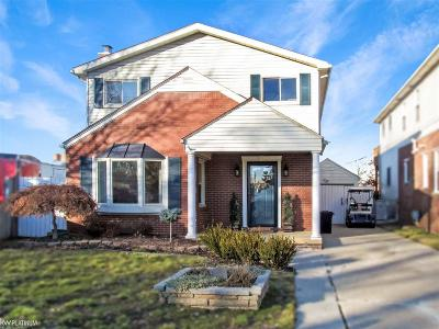Saint Clair Shores Single Family Home For Sale: 22445 Revere St