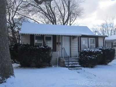 Saint Clair Shores Single Family Home For Sale: 21624 Lakeview