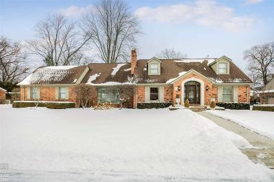 Grosse Pointe Shores Single Family Home For Sale: 42 S Duval Rd