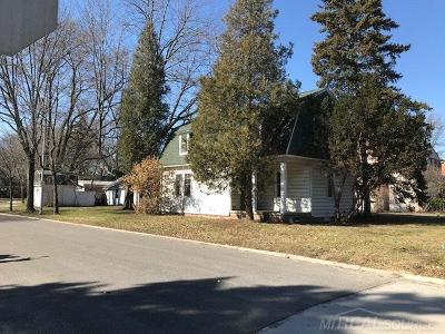 Grosse Pointe Woods Single Family Home For Sale: 835 Cook