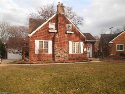 Grosse Pointe Woods Single Family Home For Sale: 20064 Ghesquiere