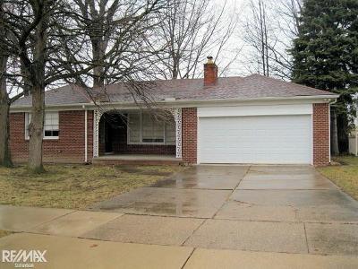 Grosse Pointe Woods Single Family Home For Sale: 816 Hidden Ln