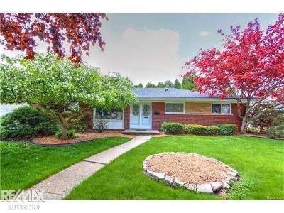 Saint Clair Shores Single Family Home For Sale: 23106 N Rosedale