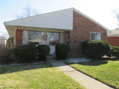 Saint Clair Shores Single Family Home For Sale: 21700 Winshall