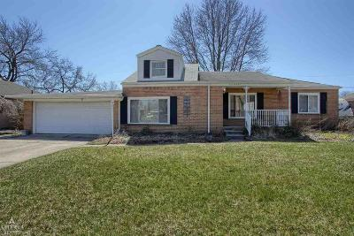 Saint Clair Shores Single Family Home For Sale: 22930 Edgewater