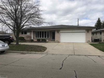 Saint Clair Shores Single Family Home For Sale: 22401 Van St.