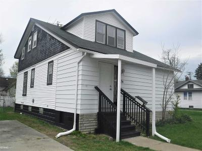 Mount Clemens Single Family Home For Sale: 34 Nb Gratiot