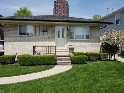 Saint Clair Shores Single Family Home For Sale: 23231 Liberty