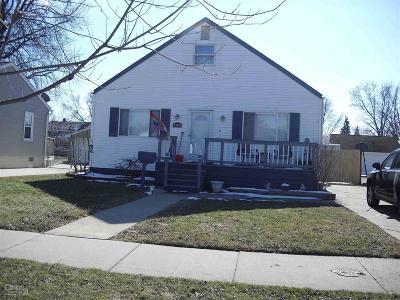 Saint Clair Shores Single Family Home For Sale: 23116 Detour