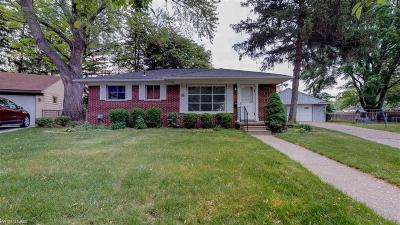 Mount Clemens Single Family Home For Sale: 879 Chippewa
