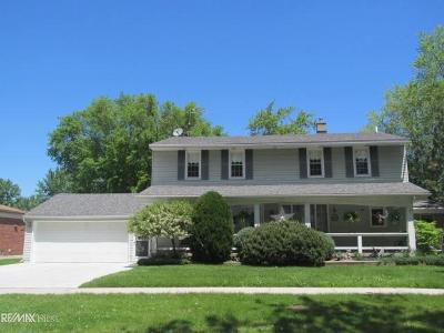 Saint Clair Shores Single Family Home For Sale: 23015 Detour