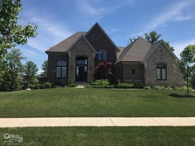 Washington Single Family Home For Sale: 61562 Crown Point