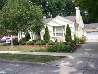 Saint Clair Shores Single Family Home For Sale: 22469 Daniels