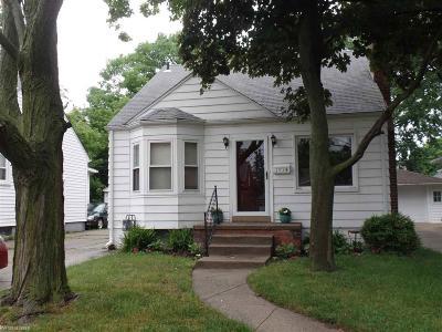 Grosse Pointe Woods Single Family Home Pending: 1974 Hampton
