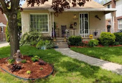 Harper Woods Single Family Home For Sale: 20673 Beaufait