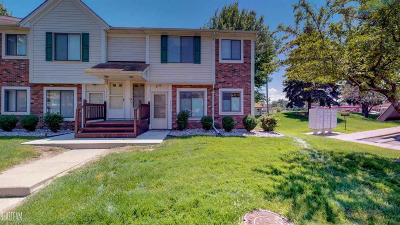 Roseville Condo/Townhouse For Sale: 17402 Utica Oaks