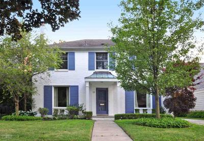 Grosse Pointe Farms Single Family Home For Sale: 35 Radnor Circle