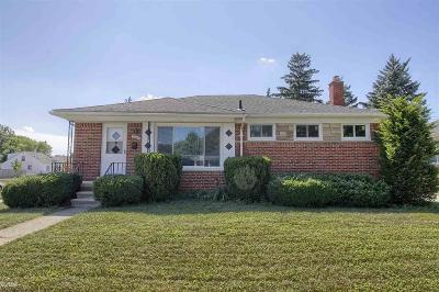 Saint Clair Shores Single Family Home For Sale: 26501 Ursuline