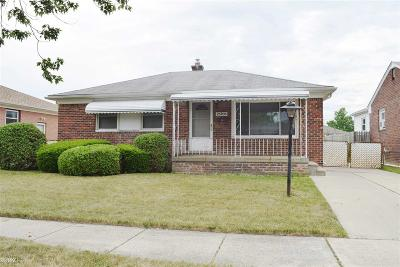 Roseville Single Family Home For Sale: 25705 Normandy