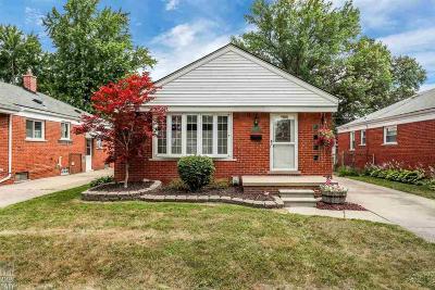 Saint Clair Shores Single Family Home For Sale: 22625 Alger