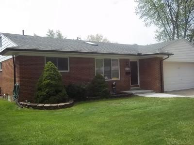 Fraser MI Single Family Home For Sale: $153,900