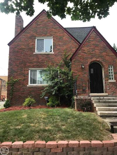 Pontiac Single Family Home For Sale: 11 Mohawk Rd