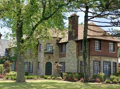 Grosse Pointe Park Single Family Home For Sale: 1385 Berkshire
