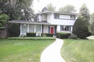 Grosse Pointe Farms Single Family Home For Sale: 295 Cloverly