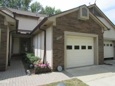 Harrison Twp Condo/Townhouse For Sale: 26560 Hidden Cove