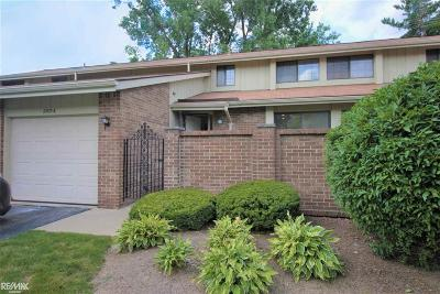 Rochester Hills Condo/Townhouse For Sale: 2854 Trailwood Dr