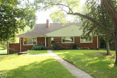 Single Family Home For Sale: 42790 Utica