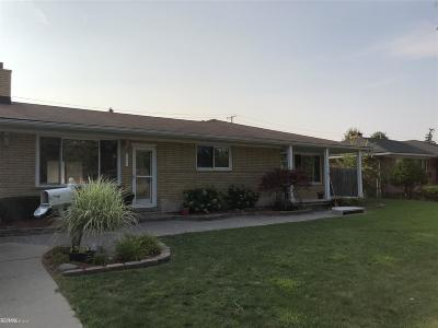 Saint Clair Shores Single Family Home For Sale: 23321 Elaine
