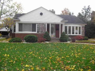 Grosse Pointe Woods Single Family Home For Sale: 1133 Hampton Rd
