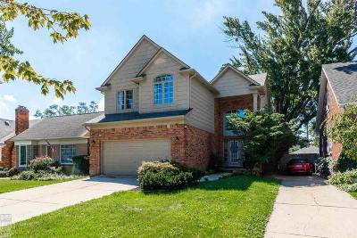 Grosse Pointe Farms Single Family Home For Sale: 467 Belanger St