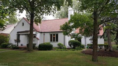 Grosse Pointe Woods Single Family Home For Sale: 1469 Hawthorne Rd