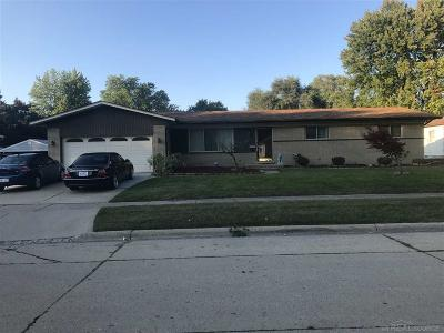 Mount Clemens Single Family Home For Sale: 610 Clinton River Dr
