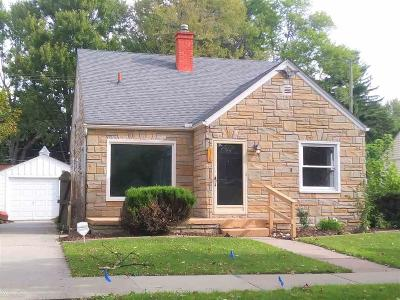 Saint Clair Shores Single Family Home For Sale: 21723 California