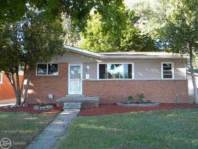 Saint Clair Shores Single Family Home For Sale: 23021 Lincoln