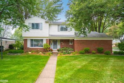 Sterling Heights MI Single Family Home For Sale: $209,900