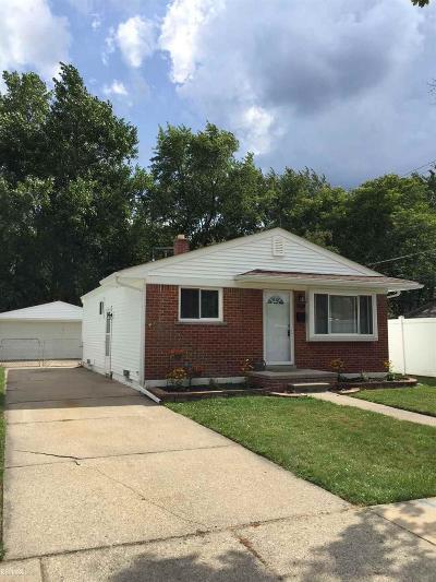 Saint Clair Shores Single Family Home For Sale: 22000 Dorion