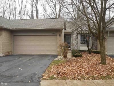 Utica Condo/Townhouse For Sale: 12090 Hickory W