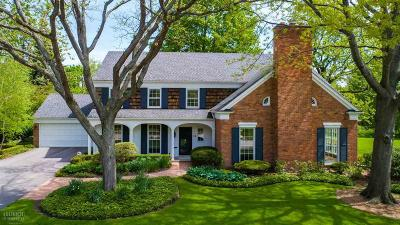 Grosse Pointe Farms Single Family Home For Sale: 18 Waverly Lane