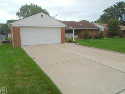 Saint Clair Shores Single Family Home For Sale: 30126 Oakgrove St