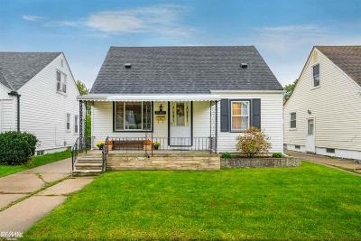 Saint Clair Shores Single Family Home For Sale: 21108 Bon Heur