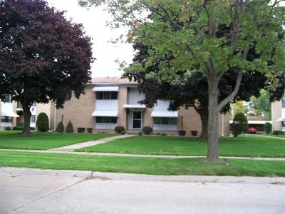 Saint Clair Shores Condo/Townhouse For Sale: 21368 Beaconsfield