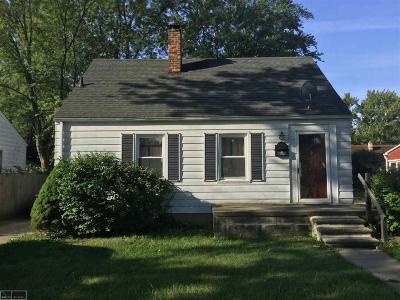 Harper Woods Single Family Home For Sale: 19130 Washtenaw