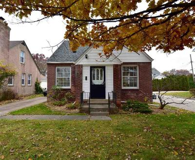 Grosse Pointe Woods Single Family Home For Sale: 1120 Vernier